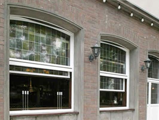 vertikalschiebefenster beschl ge glossar baunetz wissen. Black Bedroom Furniture Sets. Home Design Ideas