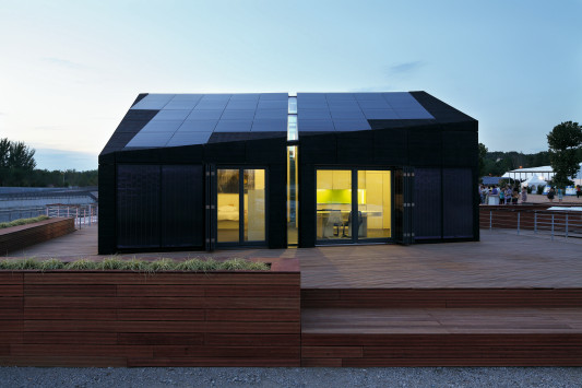 Living equia transportables solarhaus sonnenschutz for Transportables haus